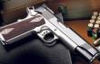 Instagram ve Facebook'ta silah satışı engeledi
