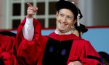 Zuckerberg Harvard'dan diplomasını aldı