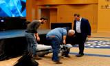 Sahneden düşerek parçalanan robot kendine gelince Konyaspor'u sordu