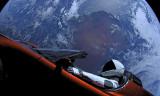 Elon Musk'ın uzaya yolladığı araba dünyaya çarpabilir!