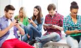 Cep telefonuna bakmadan neden duramıyoruz?