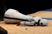 Antalya'da insansı robot sahneden düştü
