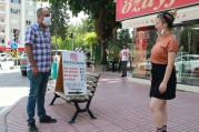 Sokakta 'takipçi' satıyor