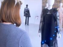 Akıllı elbiseler geliyor! SMS ile rengi değiştirilebiliyor