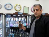 1000 telefonluk koleksiyonunu 170 bin euroya satıyor