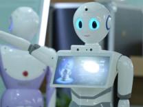 Çin'de robot tıp sınavından geçti!