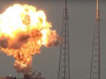 SpaceX'in motoru test sırasında patladı!