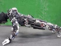 Japon bilim insanları şınav çeken ve terleyen robot geliştirdi