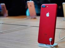 Kırmızı iPhone 7 ve iPhone 7 Plus satışa sunuldu