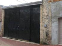 Dışarıdan bakıldığında eski bir garaj gibi duruyor ama...