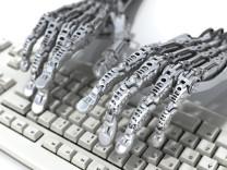 Robot gazeteciler geliyor, ayda 30 bin haber yapacak!