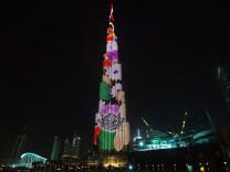 Dubai'de ışık gösterisi izleyenleri büyüledi