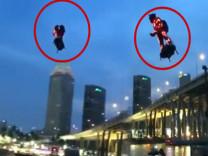 İş yerine uçarak giden adam sosyal medyayı salladı!