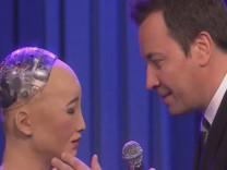 Robot Sophia ile Jimmy Fallon'dan duygusal düet