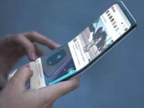 Samsung'un katlanabilir telefonu fiyatıyla üzecek