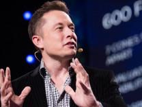 Elon Musk bu sorulara doğru cevap vereni işe alıyor!
