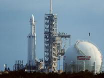 Milyonlar canlı yayında izledi! Tesla'nın roketi Mars'a böyle fırlatıldı