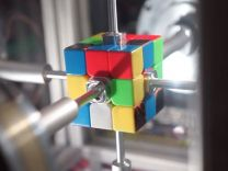 Rubik küpünü 0.38 saniyede çözen robot!