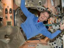 NASA astronotu uzayda tuvalet yapmanın zorluklarını anlattı