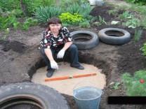 Sadece 3 lastik kullanarak evinin bahçesine bunu yaptı!