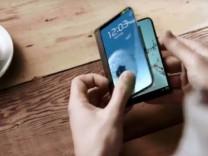 Samsung katlanabilir telefon için ilk kez tarih verdi