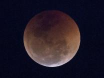 Dünya 'Kanlı Ay tutulmasını' izledi