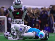 Yeşil sahalarda bu kez robot futbolcular top koşturdu