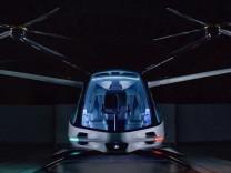 Uçan otomobil ABD'de tanıtıldı