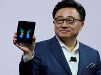 Samsung'un CEO'sundan katlanabilir telefon itirafı