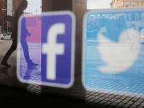 Facebook ve Twitter o hesapları askıya aldı