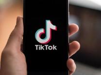 Uzmanlar TikTok'a karşı aileleri ve gençleri uyardı