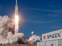 SpaceX yörüngeye 60 internet uydusu gönderdi