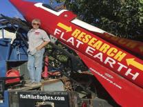 Dünyanın düz olduğunu kanıtlamak istedi, metrelerce yükseklikten yere çakıldı!