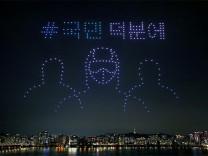 Güney Kore'de yüzlerce drone ile Kovid-19 gösterisi