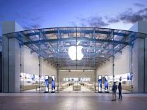 Açılış Apple'a takıldı