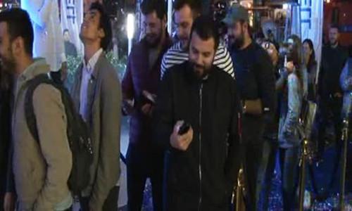 iPhone 8 İstanbul'da satışa çıktı! İnsanlar kuyruk oldu.