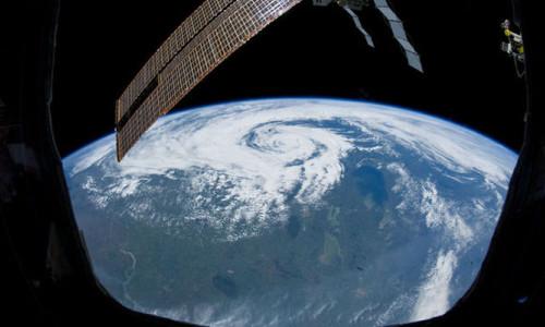 Uzayda Dünya manzaralı 5 yıldızlı otel