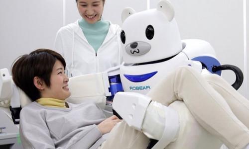 Japonya'da bir hastanede geceleri robotlar çalışacak!