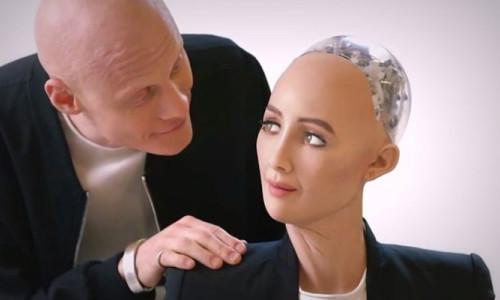 Robot Sophia'nin artık bedeni var