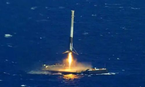 Elon Musk'ın roketi denize düştü