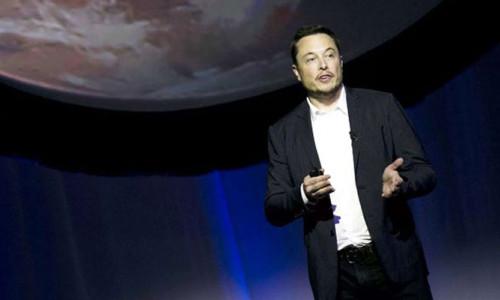 Elon Musk Mars'a ilk test uçuşu için tarih verdi