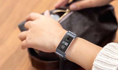 Fitbit Charge 3 zinde kalmanız için sizi uyarıyor