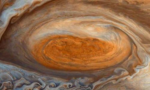 Jüpiter'deki Büyük Kırmızı Leke'nin aslında ölmediğini gösteren fotoğraflar