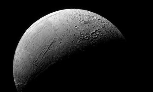 Satürn'ün uydusundaki 'kaplan sırtı deseni'nin sırrı çözüldü
