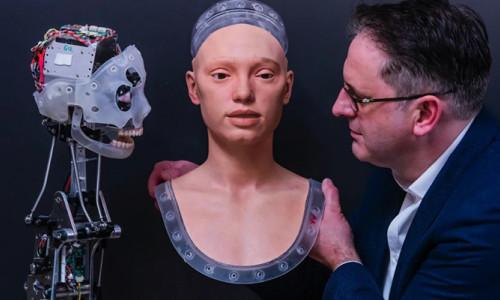 Dünyanın ilk sanatçı robotunun sergisi açılacak