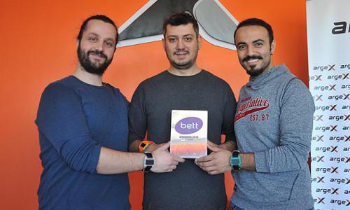 Türk mühendisler akıllı saatle en iyi teknoloji ödülünü aldı