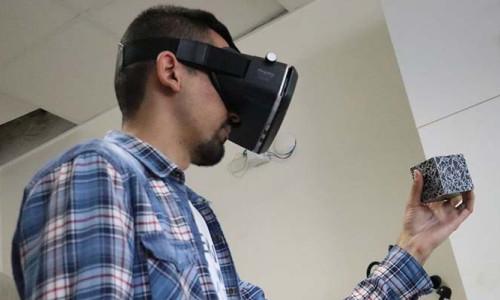O öğrencilere 'artırılmış gerçeklikle' eğitim