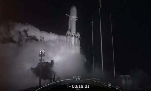 En güçlü ticari roket Falcon Heavy üçüncü kez fırlatıldı
