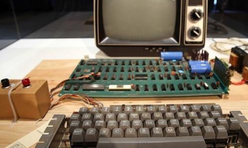 Apple'ın ilk bilgisayarının kullanma kılavuzu satışta