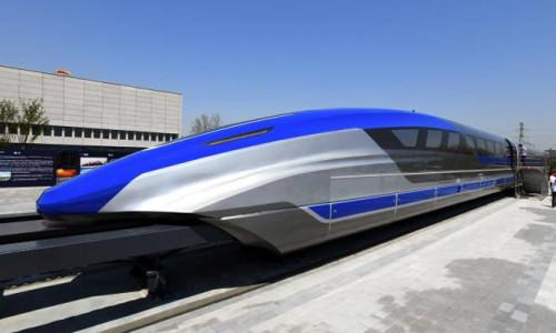 Çin uçan treninin parçalarını tanıttı